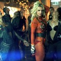 Britney Spears tappaa Dressmann-miehen + muita Femme Fatale -keikan kohokohtia